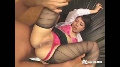 Молодая азиатка доводит себя до бурного оргазма мастурбацией